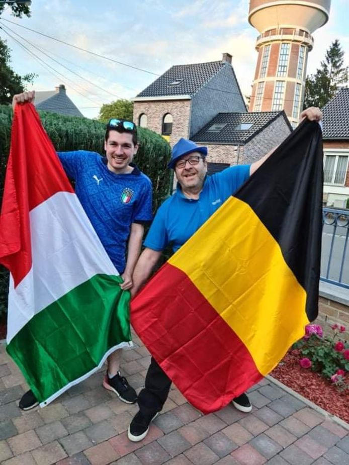 Parties prenantes de l'ASBL Viale à Charleroi, Lucas et Franco Gizzi se préparent à vivre le match de l'Euro entre la Belgique et l'Italie avec beaucoup d'intensité.
