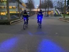 Ook fietsende agent rijdt nu op de weg in Zoetermeer met blauw zwaailicht