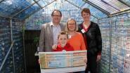 Vrije Basisschool krijgt cheque van bijna 900 euro