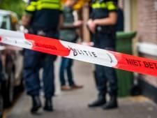 Vrouw (48) zwaargewond in huis gevonden en overleden: familielid aangehouden