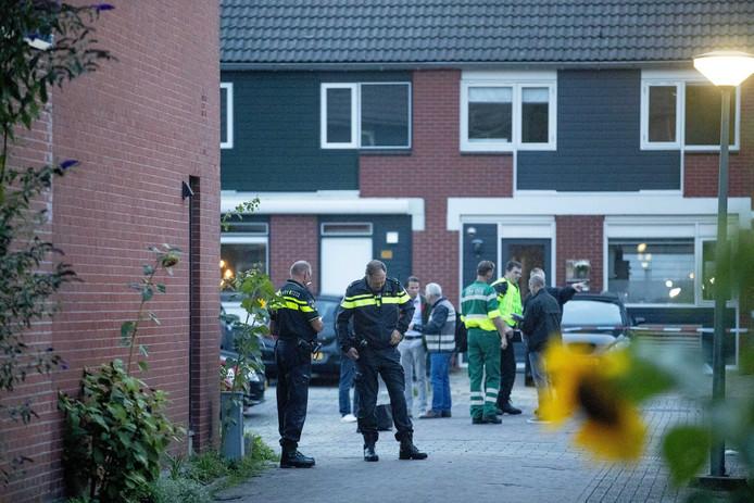 Les enquêteurs font des investigations dans une maison de Dordrecht, au lendemain d'une fusillade mortelle