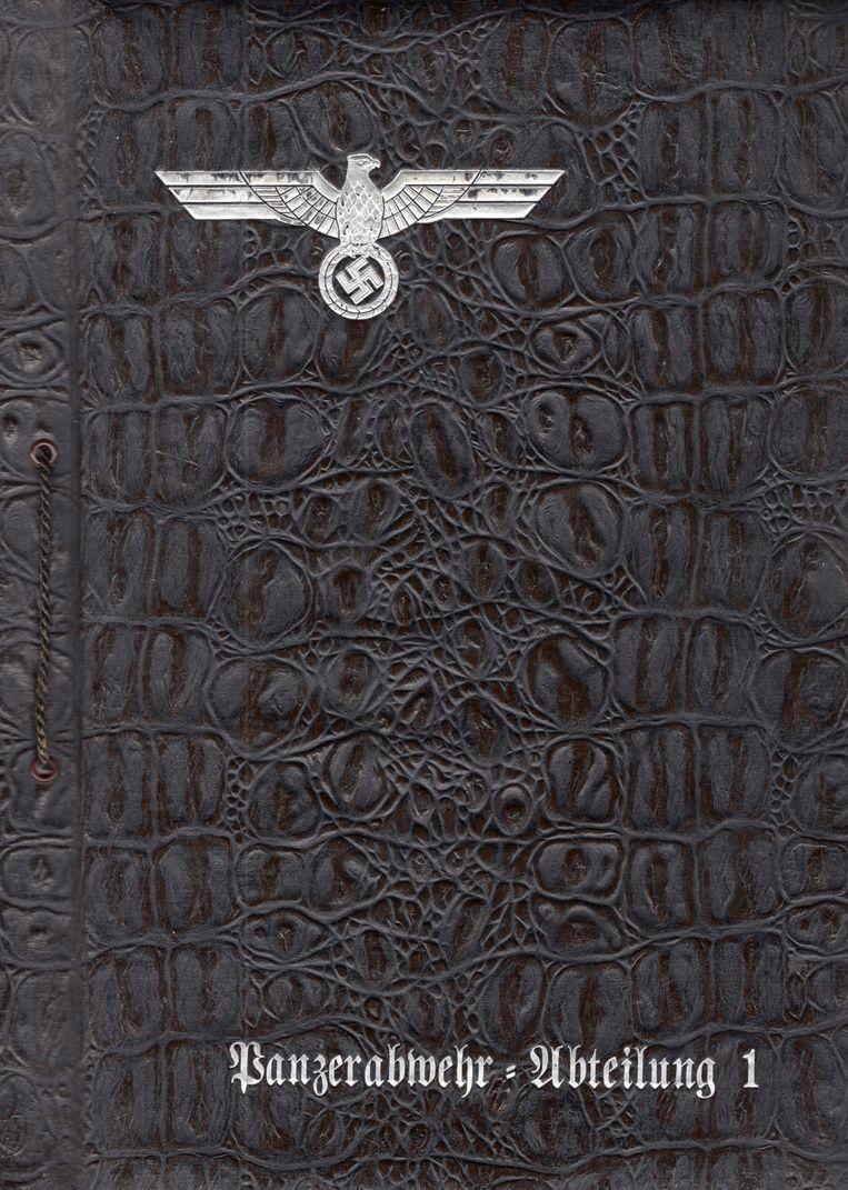 Voorblad van het fotoalbum van Josef Freialdenhoven. Beeld Collectie Robin Gouwswaard/ Stichting Hilversum in de Oorlog.