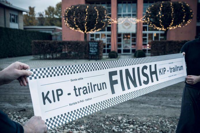 Met deze banner wordt de finish van de trailrun aangegeven.