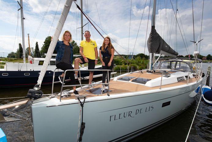 Merijn, Sophie en Mirjam Ruiters vertrokken half juli uit Kampen voor een wereldreis van een jaar.