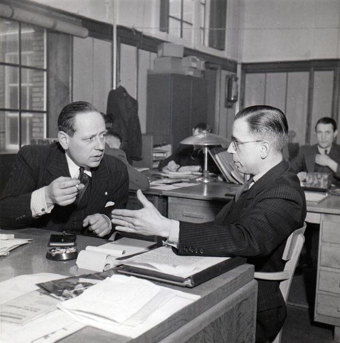 Siep Numann (links) en P. Roosch op de redactie van Herrijzend Nederland. archief Kees Nijsen