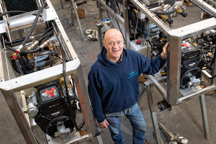 Joost van der Waay, directeur van het gelijknamige machinebouwbedrijf: ,,Ik kan de opgewekte stroom niet kwijt.''