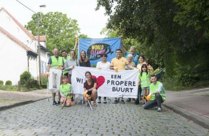Enkele bewoners uit Arendonk tijdens de vorige editie van de World Cleanup Day