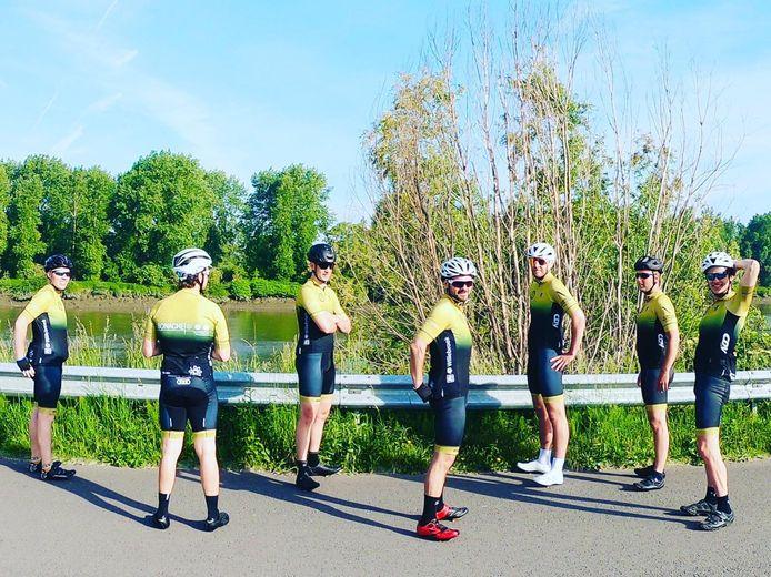 Team 'Fille For Mille' met vlnr Jasper Van Camp, Raf Thielemans, Joachim Van Woensel, Peter De Vos, Filip De Doncker, Gert Boey en Willem Thielemans.