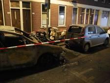 Drie auto's en twee scooters uitgebrand in Rotterdam