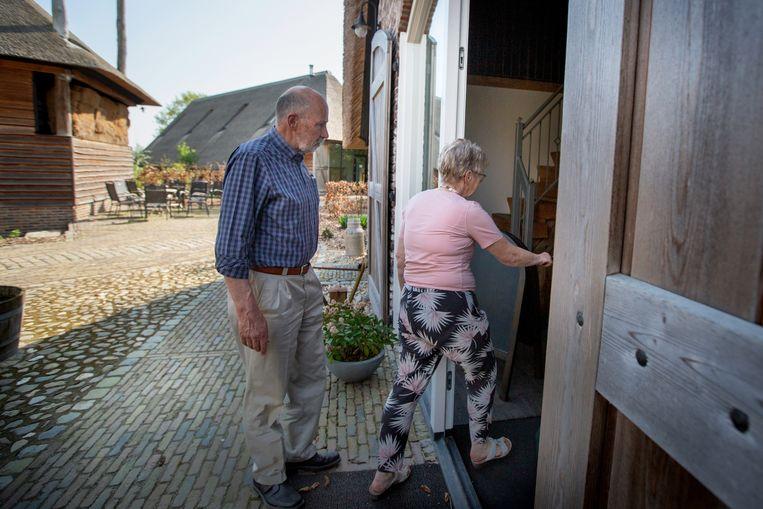 Menno en Ineke van Ginkel hebben op de plaats van hun vroegere varkensstal een welnesscentrum gebouwd.  Beeld Herman Engbers