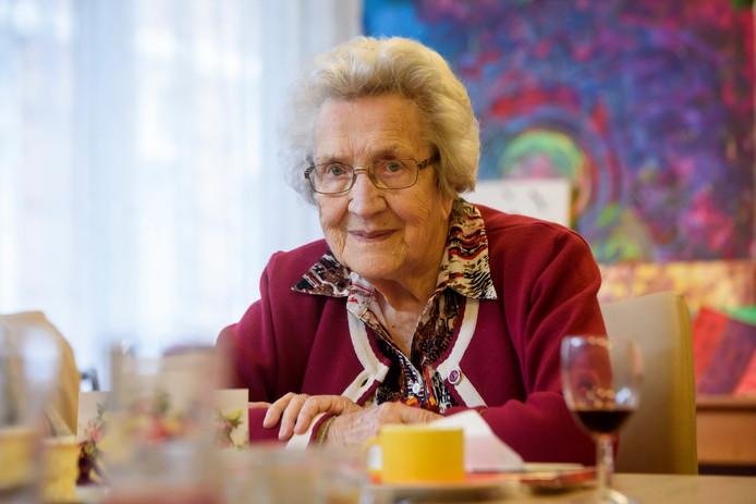 Mevrouw Van den Dungen-Langendoen uit Best wordt 100 jaar.