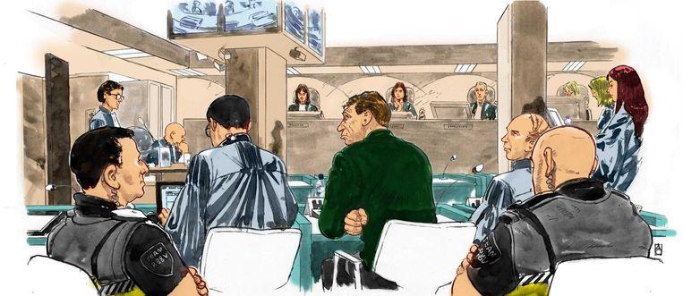 Willem Holleeder in de rechtszaal, geflankeerd door zijn advocaten. Beeld ANP