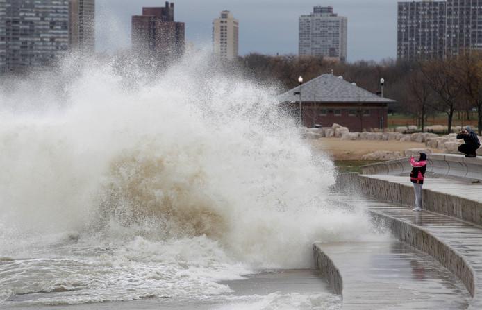 Lake Michigan bij Chicago eind oktober, ten tijde van superstorm Sandy. Toen werden in het meer nog golven van recordhoogte gemeten.