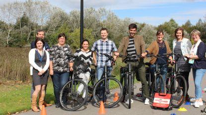 11 personeelsleden van stad en OCMW Oudenaarde fietsen met e-bike naar het werk