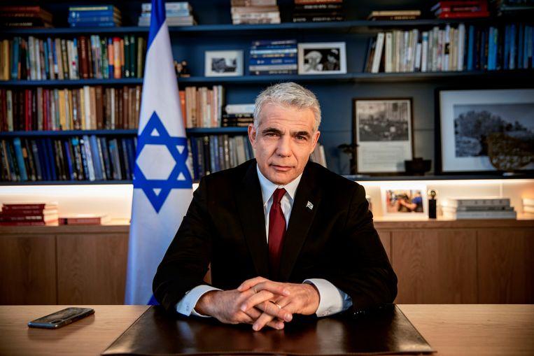 Oppositieleider Yair Lapid in zijn kantoor in Tel Aviv.  Beeld AP