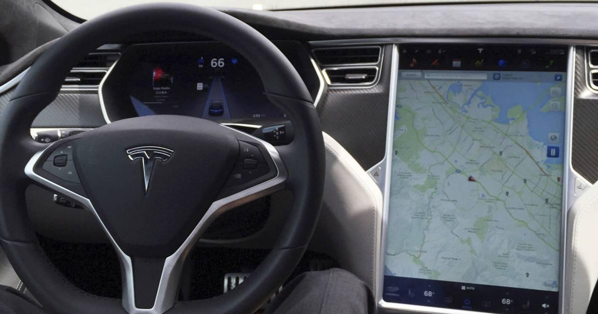Twee doden door ongeluk met zelfrijdende Tesla, vermoedelijk niemand achter het stuur.