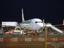 Brand in motor vliegtuig op Eindhoven Airport onder controle; passagiers veilig