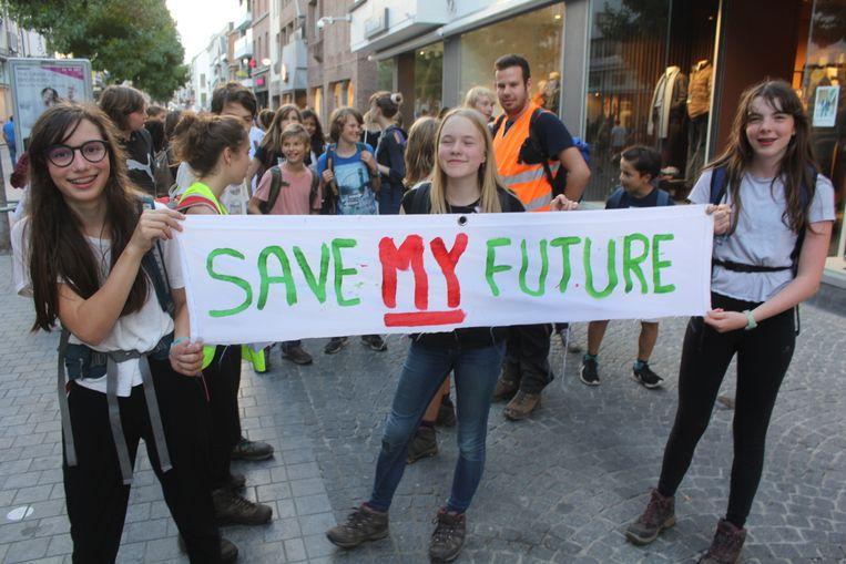 Jongeren die zich zorgen maken over hun toekomst stappen van Gent naar Brussel in een klimaatmars. Beeld Rutger Lievens