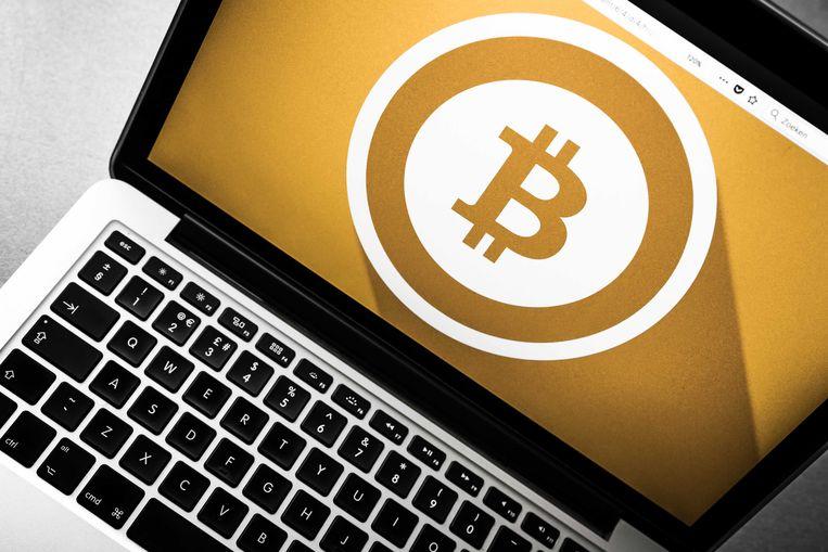 Een laptop met het logo van de digitale cryptovaluta Bitcoin.  Beeld ANP XTRA