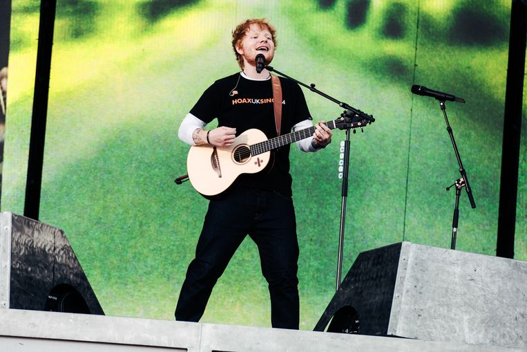 Ed Sheeran pakte in een mum van tijd de hele weide in.  Beeld Damon De Backer