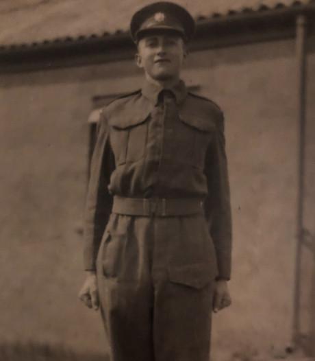 Geen grote herdenking, wel bloemen en vlag bij monument Edward Foster in Neede