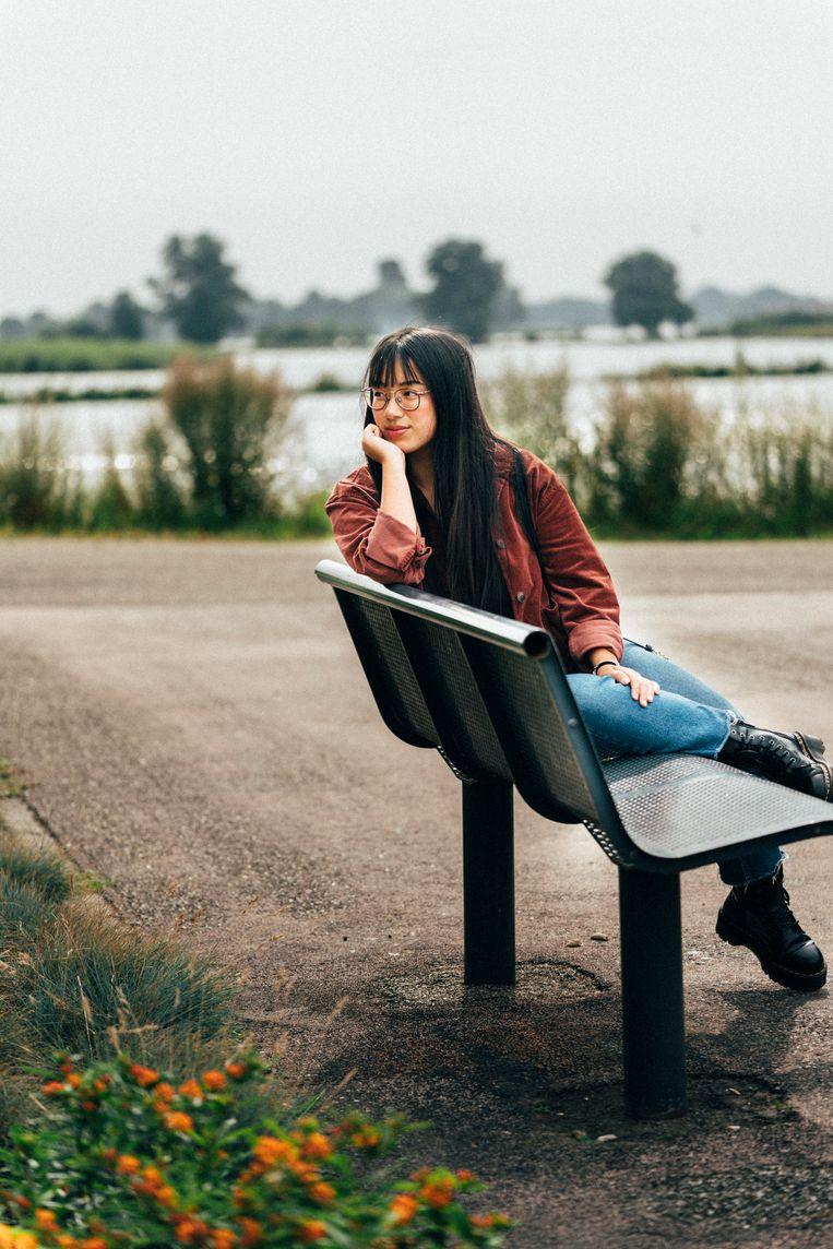 Sanne Hak was 11 maanden toen ze geadopteerd werd. Heeft level 1 van Chinees afgerond. Tijdens een taalcursus Chinees voor beginners had ze geen enkele moeite met het onderscheiden van toonverschillen in de taal.   Beeld Rebecca Fertinel
