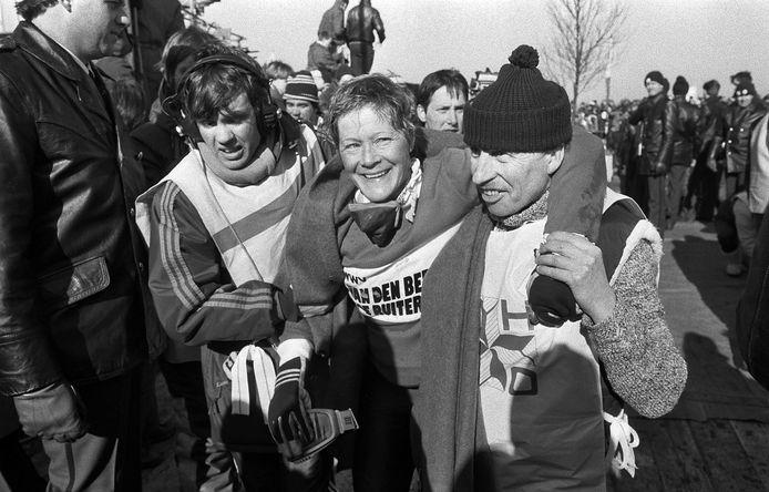Tineke Dijkshoorn na de finish op de Bonkevaart na de 14e Elfstedentocht. Een officiële huldiging bleef toen echter uit.