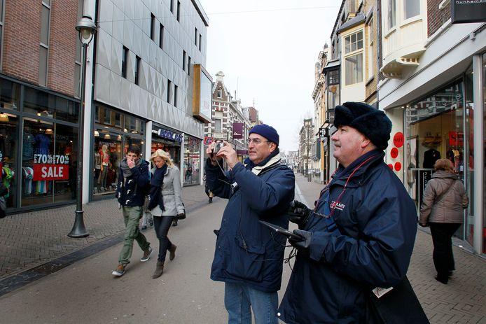 Al in 2012 inventariseerde de gemeente Apeldoorn van welke bedrijven in het centrum vanaf de straat reclame zichtbaar is. Daarop is de reclamebelasting gebaseerd.