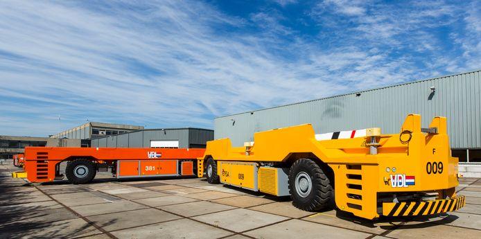 Automatisch geleide containervoertuigen zoals VDL ze eerder leverde aan havenoperator PSA in Singapore.