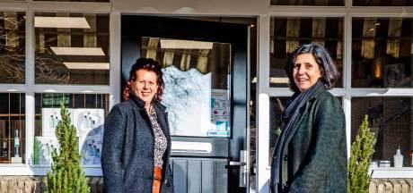 Kapster Annet en kledingverkoopster Marjan blijven positief: 'Mensen staan achter je, daar trek je je aan op'