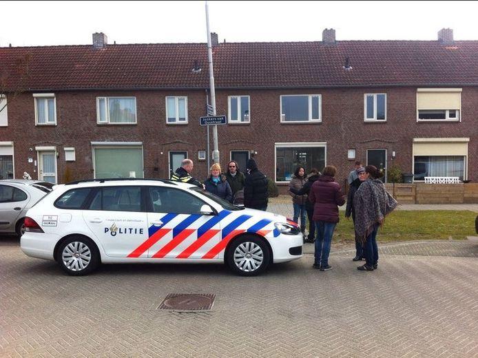 Omwonenden van de Jonker van Ossstraat protesteren tegen de komst van 4 mannelijke vluchtelingen in 1 huis.