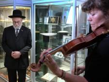 Hoog bezoek en een hoge hoed met een bijzonder verhaal voor het WO2-museum in Vuren
