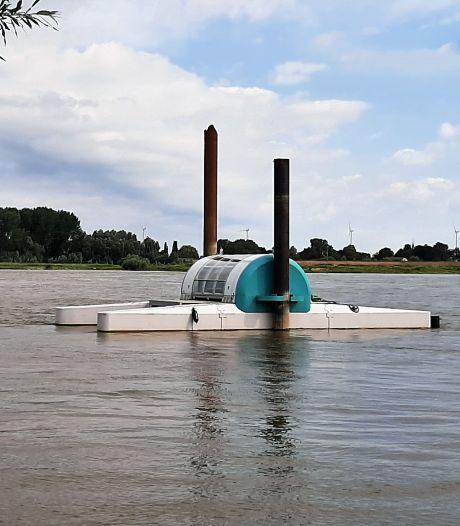 Testversie waterkrachtapparaat trotseert de Waal bij Bommel