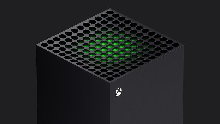 Aan de bovenzijde van de Xbox Series X zit een opvallend rooster, dat de warmte moet afvoeren die de processoren in het kastje produceren.  Beeld Microsoft