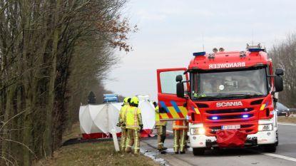 Bestuurder (73) sterft nadat wagen vuur vat