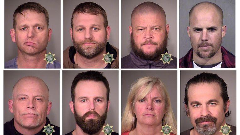De door de FBI gearresteerde bezetters, met leider Ammon Bundy op de bovenste rij, tweede van links. Beeld Reuters