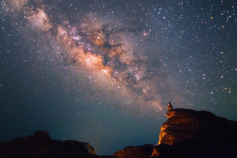 In ruim zeventig landen, verspreid over de hele wereld, peinzen mensen nu over hoe ze 'hun' ster en planeet moeten noemen.