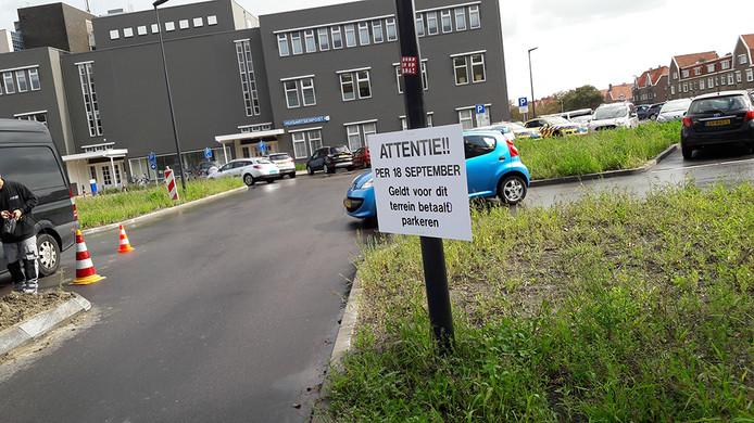 Op het vernieuwde terrein van het ADRZ in Vlissingen is het vanaf nu betaald parkeren.