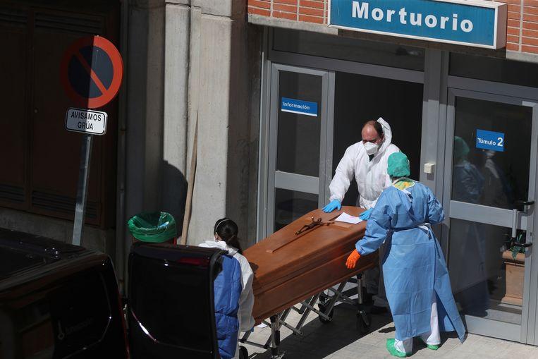 Spanje is één van de zwaarst getroffen landen in Europa. Beeld Reuters