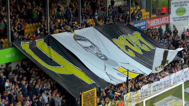 Fans van Lokeren én Cercle pakken uit met fantastisch eerbetoon voor Mertens