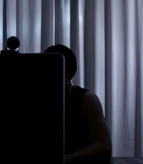 Helmondse vader die 'Facebookviespeuk' mishandelde nog zeker 2 maanden in cel