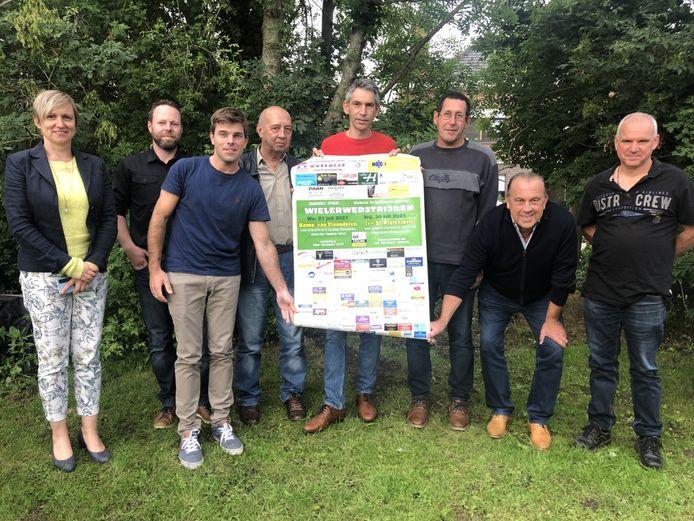 Het bestuur van de Mazenzeelse Sportvrienden is klaar om de Vlaamse aspiranten te ontvangen.