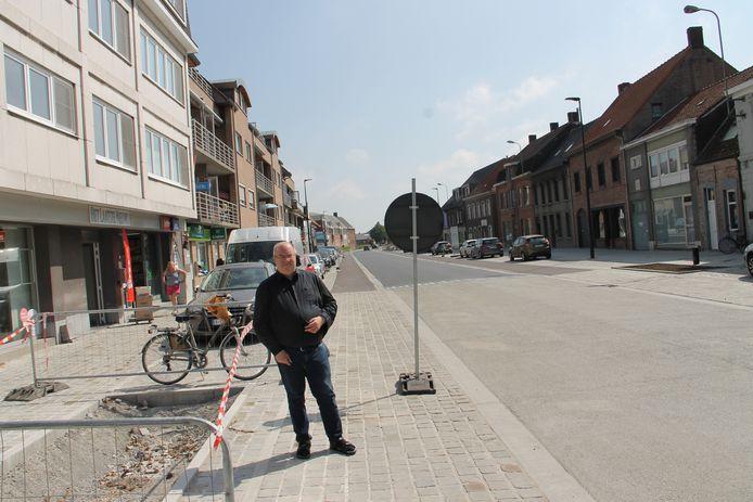 Stijn Manhaeghe van dagbladhandel Huis Debouverie aan de nieuwe Wielsbeeksestraat.
