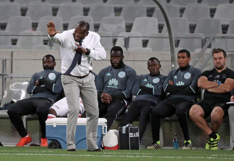 Stanley Menzo, coachend voor Ajax Cape Town in 2016. Beeld EPA
