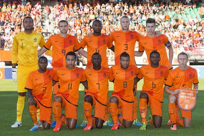 Jong Oranje bij een van de voorgaande zes keer in het Goffertstadion, in 2013 met onder anderen Marco van Ginkel (rechtsboven) en Memphis Depay (gehurtk, tweede van links).