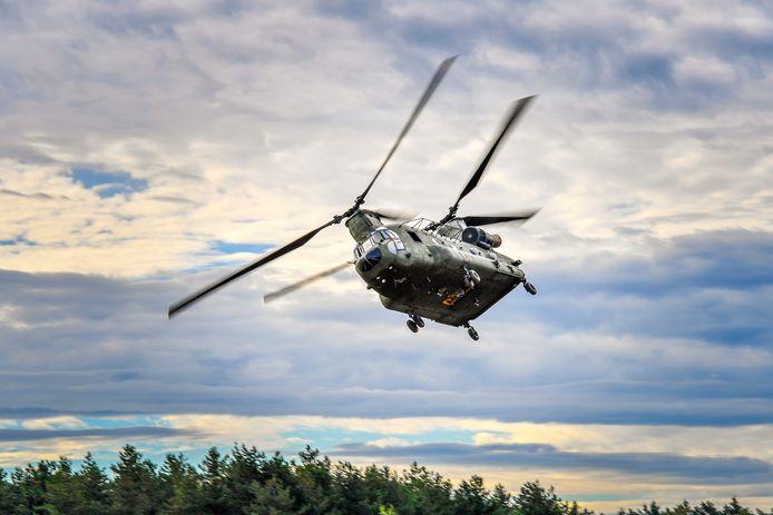 Oefening met een Chinook in de buurt van Oirschot.