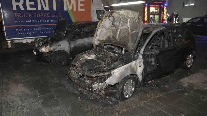 Twee wagens vernield bij brand in Antwerpen Noord