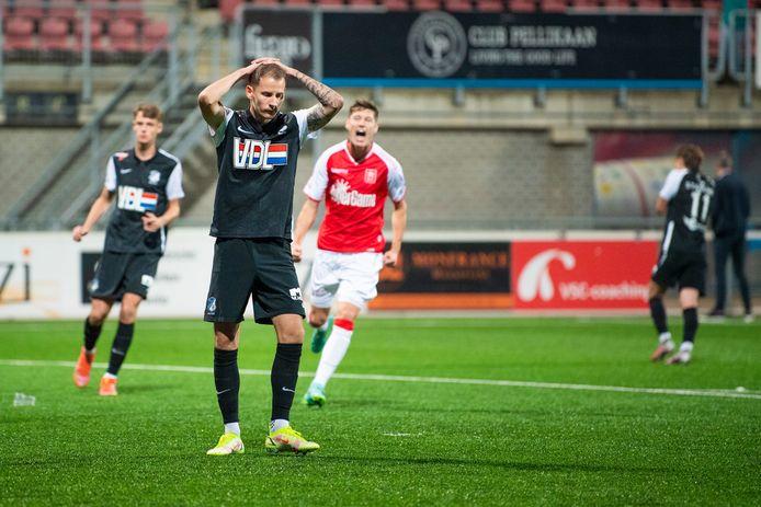 Joey Sleegers baalt kort na het missen van de penalty namens FC Eindhoven, uit bij MVV.