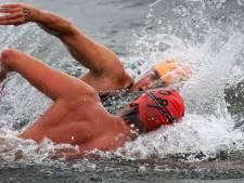 Zwartepolder Zeezwemtocht vanwege hoge golven en wind afgelast