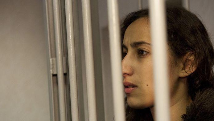 De Nederlandse Greenpeace-activiste Faiza Oulahsen in een Russische cel